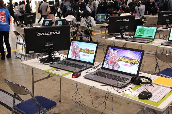 テーブルごとに別のゲームが展示されていた。端にある液晶ディスプレイで、プレイヤー以外の人も画面を見られた