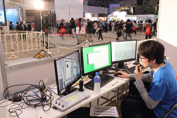 スタッフスペースではスタッフが3Dキャラクターの切り替えや撮影などを行っていた。これらの作業をガレリアのPCが担当していた