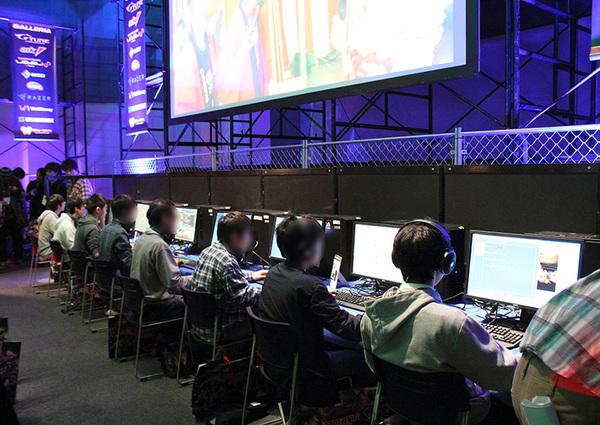 試合場の周囲は金網で囲われており、いかにも闘技場というイメージだ
