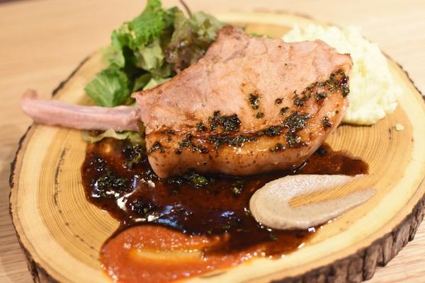 東京オーブン 赤坂 まるみ豚のポークチョップ