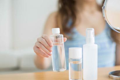 ニキビ 化粧水 成分
